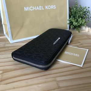 Michael Kors Wallet🎈🎈
